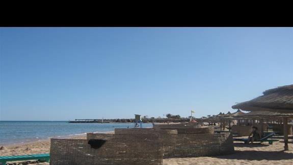 widok na hotelową plazę