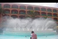 Hotel Marabout - basen z fontannami w hotelu