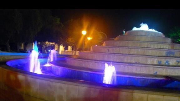 fontanna na głownym placu Agia Napy