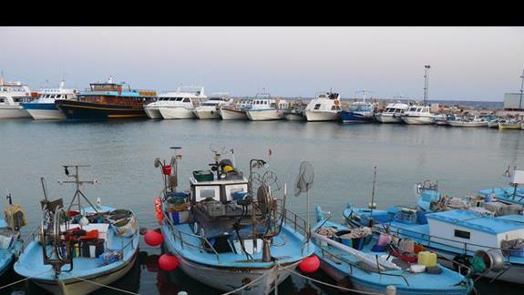 łodzie rybackie w porcie