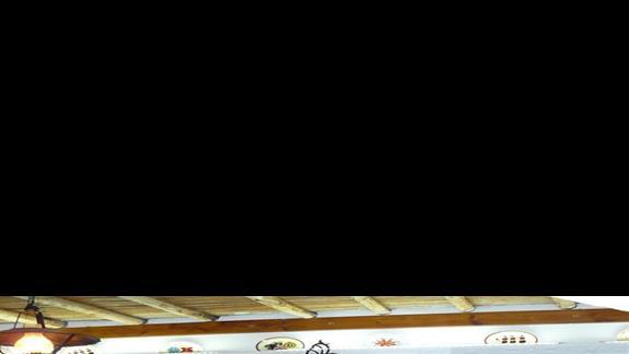najlepszy skep z pamiątkami stylizowany na tradycyjną wiejską chatę