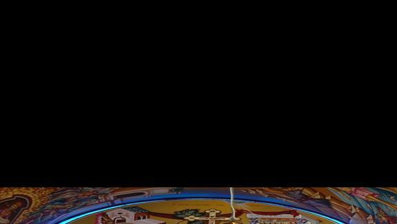 bogato zdobione wnetrze kościółka przy porcie