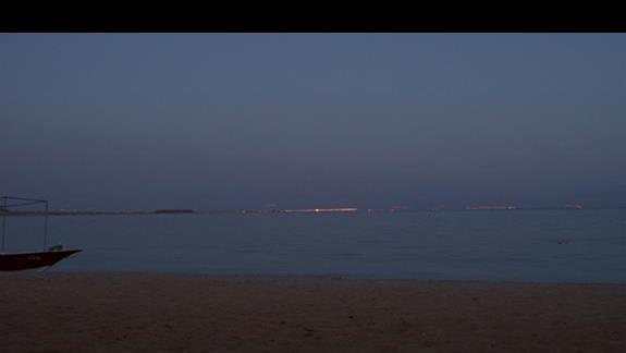 drugi brzeg Zatoki Akaba