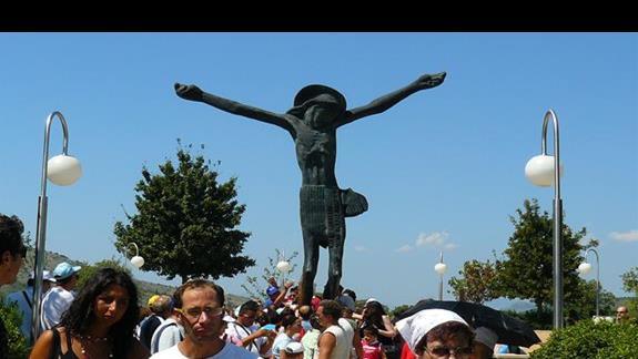 Figura Chrystusa w Sanktuarium w Medżugorie