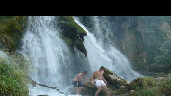 niezwykła profil brodatego mężczyzny - dzieło natury, przy jednym z wodospadów
