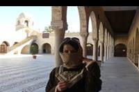 Hotel Vincci Rosa Beach - Struj obowiązkowy dla kobiet w meczecie, Muła wypożycza go za drobną opłatą