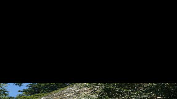 skała w której mieści się klasztor