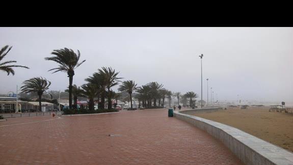 fragment deptaka przy którym znajduje się hotel. Tu niestety marcowo-deszczowo.