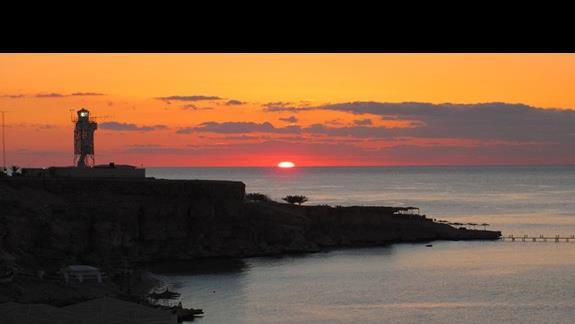 Wschód słońca nad zatoką
