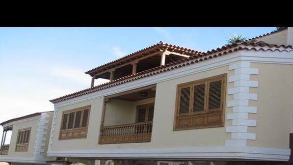 Typowe kanaryjskie balkony (Puerto Santiago)