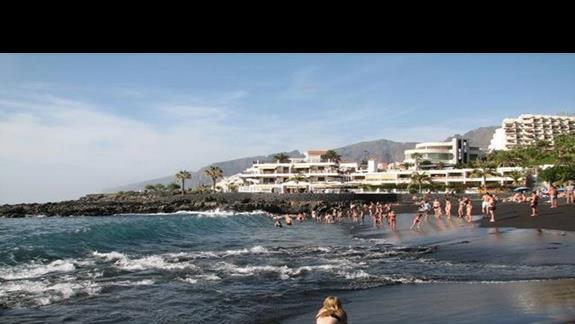 Zabawy na plaży w Playa de la Arena.