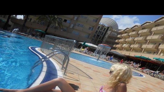 codzienny relaks nad basenem