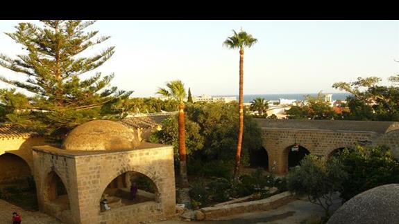 dziedziniec starego monastyru w Agia Napa