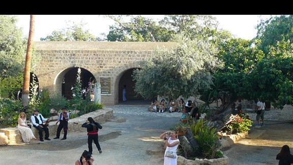 widok na dziedziniec monastyru z góry