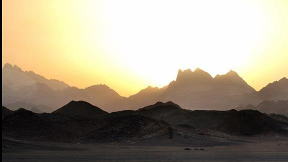 zachód słońca podczas quad safari