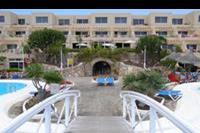Hotel SBH Monica Beach - Widok z mostku nab basenem.