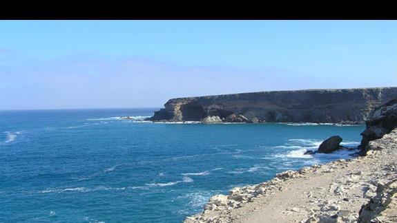 Widoki klifów na północy wyspy zapierają dech w piersiach.