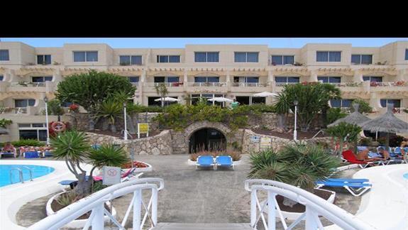 Widok z mostku nab basenem.