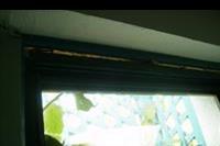 Hotel Mirage Bay Resort - futryny okinne trzymające się na gwoździu