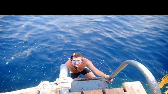 zejście z molo do morza