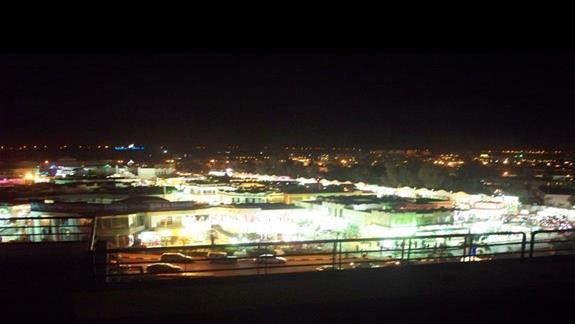 Widok z hotelu w nocy