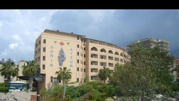Widok hotelu od strony wejścia