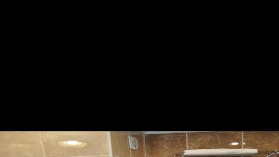 Łazienka w hotelu Dinler