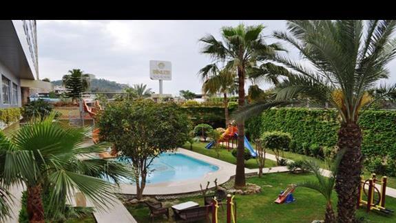 Widok z balkonu w hotelu Dinler
