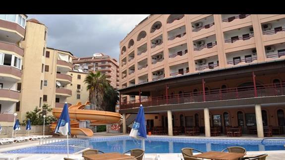 Basen w hotelu Doris Aytur