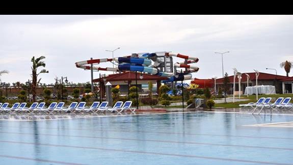 Basen i zjeżdżalnie w hotelu Kahya Aqua Resort