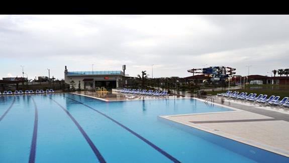 Basen w hotelu Kahya Aqua Resort