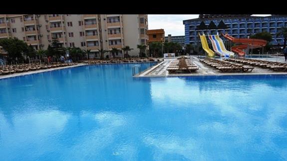 Basen w hotelu Eftalia Resort