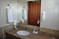 Hotel Titan Garden - Łazienka w pokoju w hotelu Titan Garden