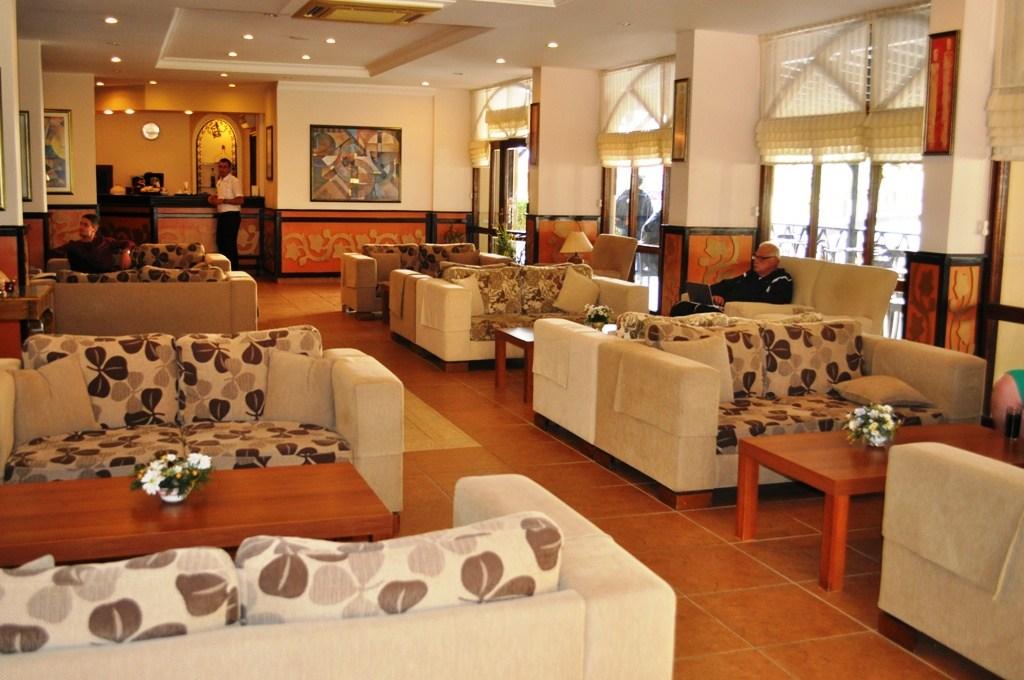 Hotel Titan Garden - Lobby w hotelu Titan Garden