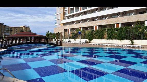 Hotel Titan Garden-basen