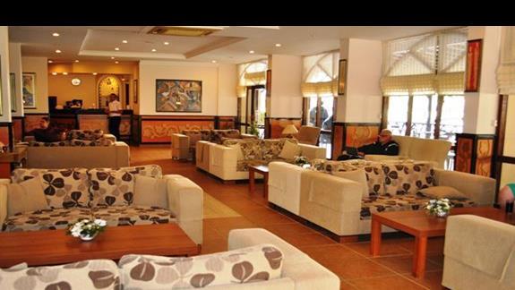 Lobby w hotelu Titan Garden