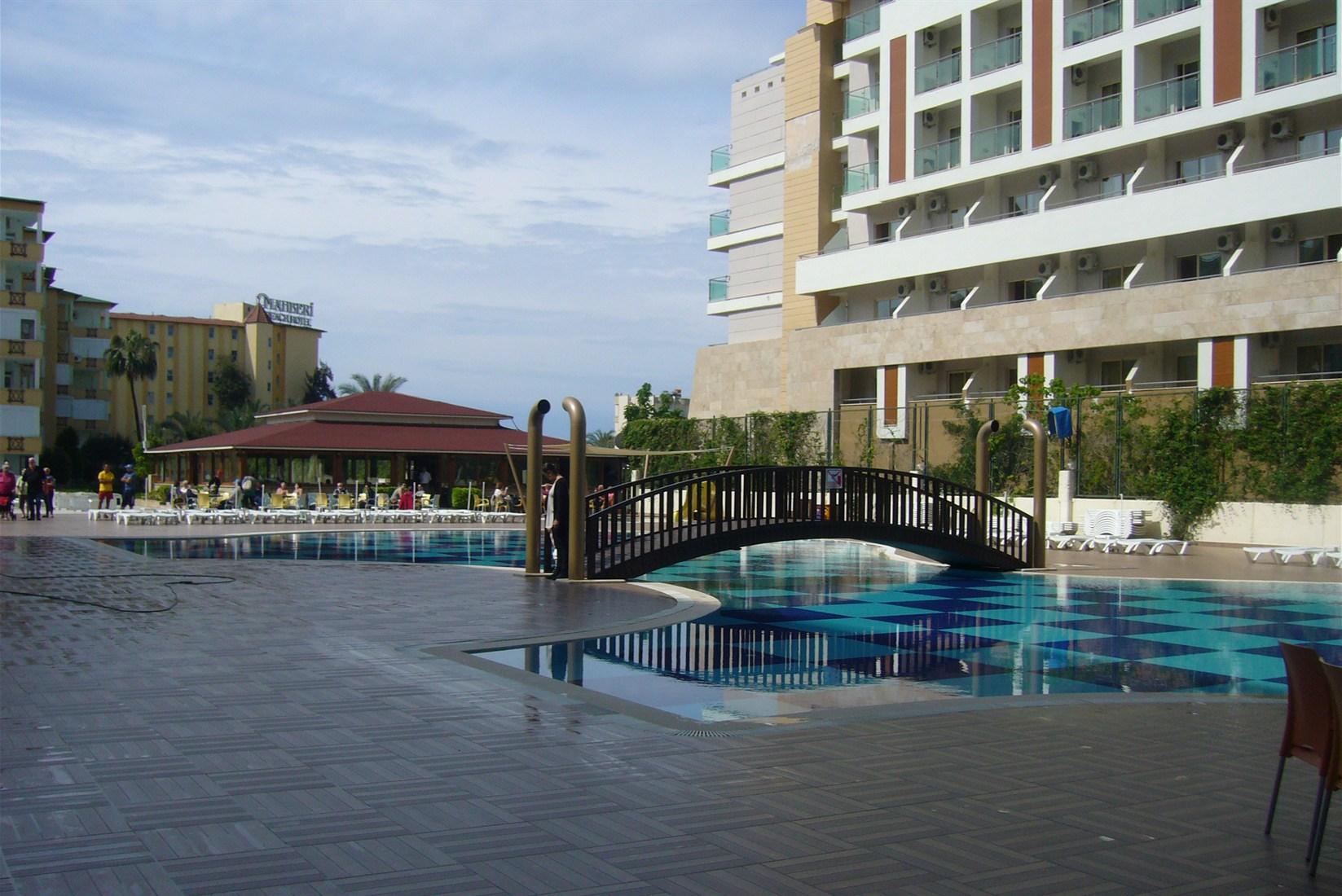 Hotel Titan Garden - Basen