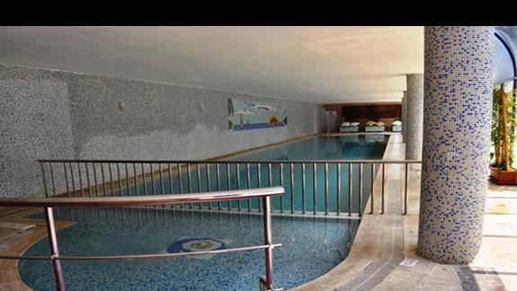 Basen kryty w hotelu Saphir