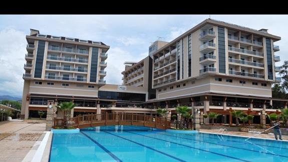Basen w hotelu Dizalya Palm Garden