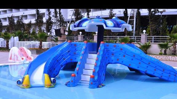 Zjeżdżalnie dla małych dzieci w hotelu Dizalya Palm Garden