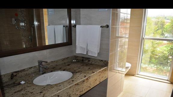 Łazienka w pokoju w hotelu Dizalya Palm Garden