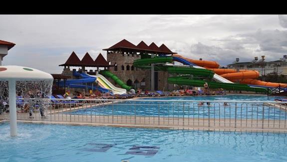 Basen i aquapark w hotelu Eftalia Family Village