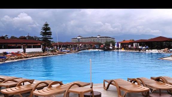 Basen w hotelu Eftalia Family Village