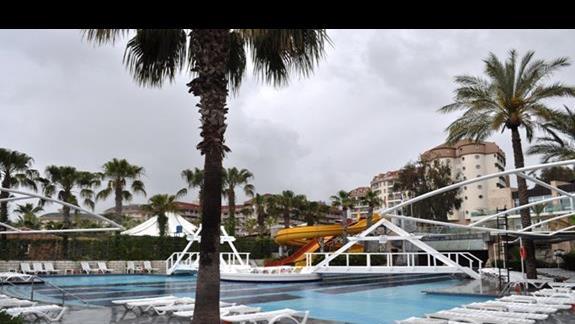 Basen w hotelu AskA Buket Resort & Spa