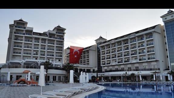 Teren hotelowyl Lake & River
