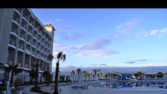 Hotel Lake & River