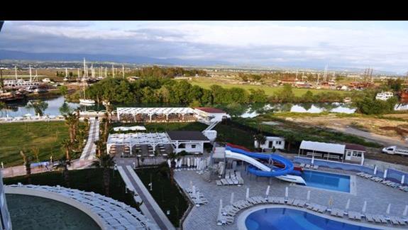 Widok z pokoju w hotelu Lake & River