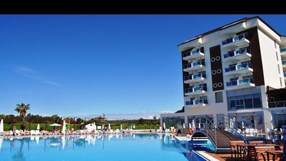 Teren hotelu Cenger Beach Resort