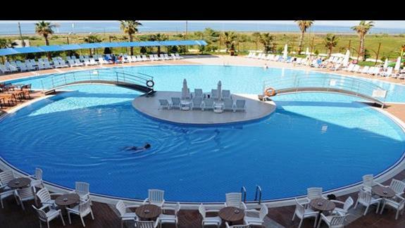 Basen hotelu Cenger Beach Resort