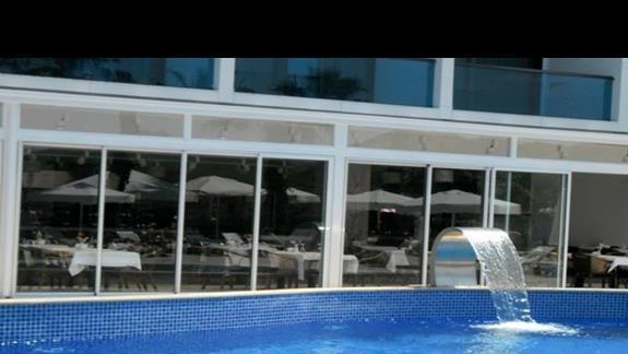 Czesc basenowa w hotelu Delta Beach
